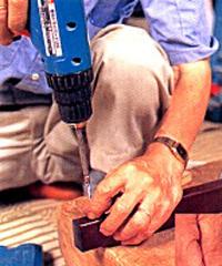 釘の代わりにネジを使って組み直します。